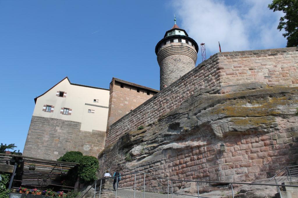 Kalenin girişi ve kule